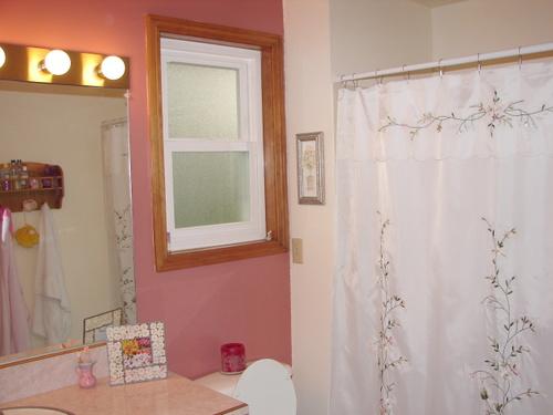 (40) Girls' Bathroom